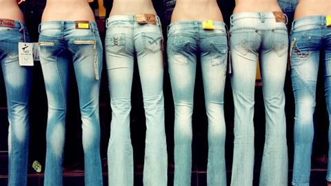 Недорогие стильные джинсы